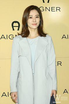 손가락 부상에도 아이그너 행사장 참석한 김현주 New York From Above, Korean Star, New View, Korean Actresses, Korean Beauty, Idol, Smile, Park, Women