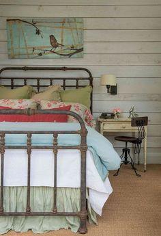 Best modern farmhouse bedroom design ideas (59)