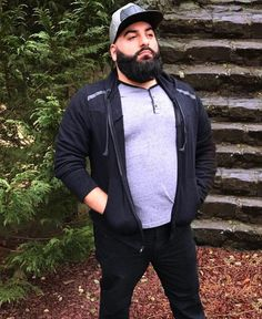 20 Practical Outfits for Men with a Beer Belly - Machovibes Faded Beard Styles, Long Beard Styles, Best Beard Styles, Chubby Fashion, Big Men Fashion, Fashion Outfits, Outfits For Big Men, Goatee Styles, Plus Size Mens Clothing