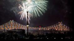 Le spectacle d'illumination du pont Jacques-Cartier repris le 25juin Jacques Cartier, Spectacle, Bridges, Archive, Places, June, Bridge, City