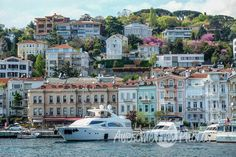 77-awesomefreephotos-istanbul-landscape-bosphorus-view-colorful-buildings-yachts-750