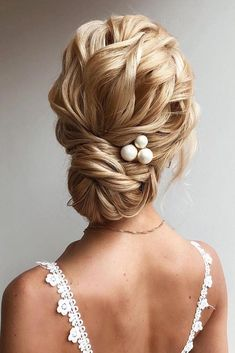42 Chic And Easy Wedding Guest Hairstyles ❤ wedding guest hairstyles wavy blonde hair in low bun with pearly pin verafursova Classic Updo Hairstyles, Updo Hairstyles Tutorials, Bride Hairstyles, Beautiful Hairstyles, Easy Wedding Guest Hairstyles, Wedding Hairstyles Half Up Half Down, Bridal Updo, Wedding Updo, Chic Wedding