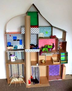 Doll house made from hot glued cardboard boxes. *love Doll house made from hot glued cardboard boxes Cardboard Dollhouse, Cardboard Toys, Diy Dollhouse, Homemade Dollhouse, Cardboard Playhouse, Cardboard Furniture, Paper Toys, Dollhouse Furniture, Dollhouse Miniatures