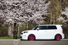 Pink Chrome rims on a pretty white Scion xB! pins-on-the-go Scion Cars, Scion Xb, Pink Wheels, Car Wheels, Cars Usa, Ford Edge, Car Colors, Subaru Wrx, Cute Cars