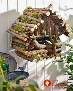 Basteln A great bird house can be made from branches. However, this is only for decoration and is no Twig Crafts, Acorn Crafts, Bird Crafts, Garden Crafts, Garden Ideas, Twig Christmas Tree, Christmas Crafts, Homemade Christmas, Nature Decor