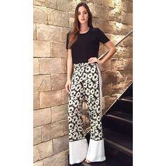 Pantalona de seda com print floral. Peça-chave para produções elegantes com toque feminino! #animalebrasil #CaféSocietyAnimale by animalebrasil