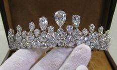 A diamond and platinum convertible tiara. Royal Crowns, Royal Tiaras, Tiaras And Crowns, Royal Jewelry, Luxury Jewelry, Diamond Tiara, Circlet, Hair Jewelry, Jewlery