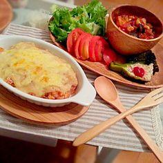 ケチャップライスにホワイトソースとたっぷりチーズ。チリコンカンとピーマンツナサラダも。 - 12件のもぐもぐ - チキングラタン by imaqiver8592m