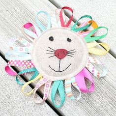 Felt Lion Taggy Toy--a simple and cute toy for an infant.  Soooooo easy to make!