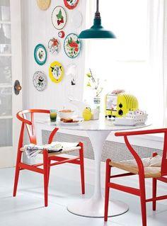 Värikkäät tuolit