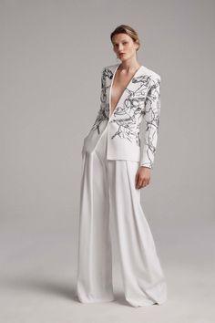Elizabeth Kennedy #VogueRussia #readytowear #rtw #springsummer2018 #ElizabethKennedy #VogueCollections