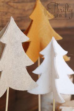 Knock-Off Felt Christmas Trees DIY Knock-off Felt Christmas Trees Diy Felt Christmas Tree, Scandi Christmas, Felt Christmas Decorations, Homemade Christmas Cards, Handmade Christmas, Christmas Holidays, Christmas Projects, Holiday Crafts, Navidad Diy