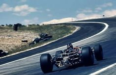 1968 Spanish GP, Jarama : Graham Hill, Lotus-Ford 49 #10, Gold Leaf Team Lotus, Winner. (ph: wordpress.com)