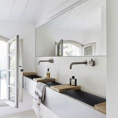 Modern Rustic Style ~ Interesting design piece in this bathroom is the stainless steel bathroom sink which runs along the whole length of the bathroom〰 it is separated by wooden boards that makes a convenient place for your toiletries.  #thecottoncompanysa   Spotted on Pinterest-Stylejuicer.com   .  .  .  .  #turkishtowel #bathroomdecor #bathtowel #luxurytowel #rusticdecor #modernrustic #purecotton #interior #homedecoration #hammamtowel #pestemal
