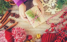 Download wallpapers Happy New Year, gift in hand, 2018, Christmas, red cap, decorations, gifts
