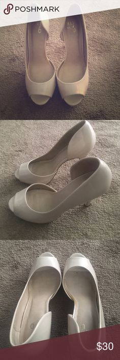 Nude patent leather peep toe shoe Size 9 . Worn twice! Excellent condition and very comfortable patent leather nude peep toe shoes by mix no. 6. Minimal wear and tear as shown in photos . Please request additional photos if interested! Approx 3-4 inch heel Shoes Heels