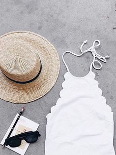White Halter Scallop Edge Padded One-piece Swimsuit
