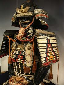 In Japan the armor was large and elaborate. Their armor would grow smaller and more simplified as time goes on and even adapt western styles to it. (Look at Tokugawa armor at the Battle of Sekigahara for an example of this. Samurai Helmet, Samurai Weapons, Samurai Armor, Arm Armor, Samurai Outfit, Body Armor, Sun Tzu, Samourai Tattoo, Martial