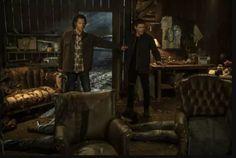 Comme la plupart des programmes dans le monde, Supernatural a été contraint de paralyser sa production début mars en raison de la pandémie de coronavirus. Le programme était au milieu de sa dernière saison. La production a repris il y a quelques semaines, et selon le co-présentateur Andrew Dabb, peu de choses ont changé dans la série avec le temps supplémentaire que l'équipe a eu pendant la quarantaine. #Supernatural Supernatural Series Finale, Supernatural Seasons, Mary Winchester, Winchester Brothers, Jensen Ackles Jared Padalecki, Jared And Jensen, The Cw, Walker Texas Ranger, Cbs The Talk