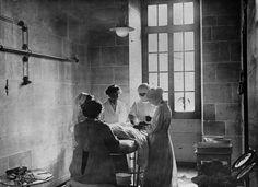 1916. Enfermeras británicas en una operación en Francia