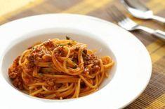 Aprende a preparar espaguetis con carne picada con esta rica y fácil receta. Para los niños y padres, con estos espaguetis con carne picada acertaremos seguro y...