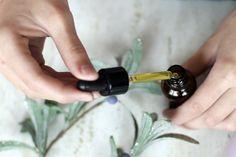 Az illóolajok hasznosabbak, mint hinnénk! Essential Oils For Nausea, Essential Oil Brands, Organic Essential Oils, Best Essential Oils, Organic Oils, Eucalyptus Oil Benefits, Ravintsara, Oil For Headache, Chamomile Oil
