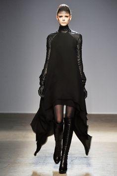 Gareth Pugh: Fall/Winter 2010 Ready-to-Wear Paris. Model: Frida Gustavsson.