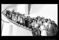 PHOTO DE GROUPE ORIGINALE sur les marches de chez mamounette à l'extérieur qui mènent au grenier