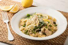 Μακαρονάδα με κοτόπουλο, σπαράγγια, φρέσκο αρακά και λεμόνι Pasta Salad, Risotto, Ethnic Recipes, Food, Drink, Crab Pasta Salad, Beverage, Meals, Drinking