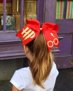 This bow is priceless Cute Cheer Bows, Cheer Mom, Cheer Stuff, Harry Potter Pillow, Harry Potter Diy, Harry Potter Outfits, Diy Bow, Mickey Ears, A Team