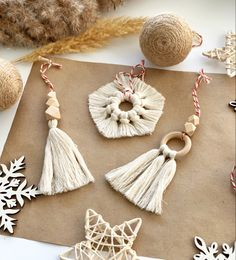 Christmas Ornament Crafts, Handmade Christmas Gifts, Christmas Gift Wrapping, Christmas Tree Decorations, Diy Best Friend Gifts, Diy Gifts, Bohemian Christmas, Holiday Day, Woods