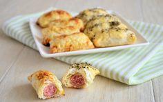Met bladerdeeg en knakworstjes maak je zelf eenvoudig en snel mini worstenbroodjes. Leuk voor op verjaardagen en gezellige avondjes.