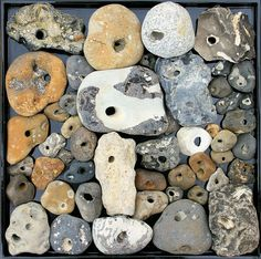 By stiller-weiter-tiefer leave the stones on the beach Collections Of Objects, Displaying Collections, Rock And Pebbles, Rocks And Gems, Hag Stones, Sticks And Stones, Rock Collection, Assemblage Art, Rocks And Minerals