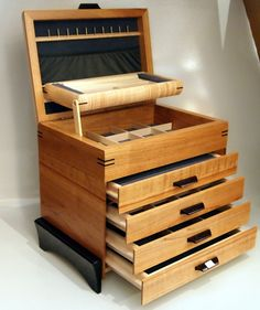 Jewerly Box Woodworking Storage 34 Ideas For 2019 Woodworking Keepsake Box, Woodworking Jewellery Box, Woodworking Joints, Woodworking Plans, Woodworking Equipment, Woodworking Videos, Wooden Jewelry Boxes, Jewellery Boxes, Jewellery Shops