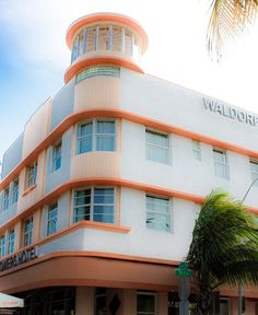 Deco hotels of south beach 12 streamline moderne deco, art d Art Deco Hotel, Miami Art Deco, Beautiful Architecture, Modern Architecture, Streamline Moderne, Art Deco Buildings, Interesting Buildings, Building Art, Art Deco Design