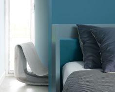 Choisissez les tons bleu canard pour une chambre propice au repos Le bleu est connu pour ses vertus apaisantes. Mêlez des teintes bleu canard claires et plus soutenue pour une ambiance propice à la réflexion.