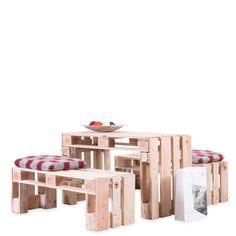 Outdoor-Sitzgruppe HERMANN SET, bestehend aus einem Tisch und zwei Sitzbänken    Palettenmöbel eignen sich nicht nur für moderne Lounge-Bereiche, sondern bieten auch in normaler Sitzhöhe einen echten Hingucker. Bleiben Sie Ihren Gästen...