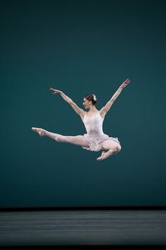 Marianela Nuñez in Ballo Della Regina © Bill Cooper/ROH 2012 by Royal Opera House Covent Garden, via Flickr