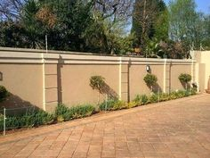 wall fencing designs the best compound wall design ideas on fencing designs perimeter south daze wall fencing designs in south africa House Fence Design, Front Wall Design, Exterior Wall Design, Gate Design, Concrete Fence Wall, Brick Fence, Front Yard Fence, Pallet Fence, Glass Fence