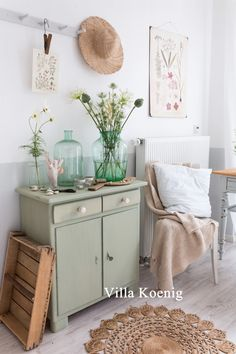 It& been a long, long time here since the last post. Enjoy between work, summer . - It& been a long, long time here since the last post. Between work, enjoying the summer and a - Green Cabinets, Home Decor Inspiration, House Interior, Green Home Decor, Furniture, Shabby Chic Bedrooms, Green Girls Rooms, Sage Green Bedroom, Home Decor