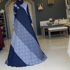No photo description available. Turkish Fashion, Islamic Fashion, Muslim Fashion, African Fashion Dresses, Fashion Outfits, African Print Dress Designs, Hijab Style Dress, Stylish Dress Designs, Hijab Trends