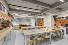Image 8 of 15 from gallery of Blue School / Rockwell Group. Photograph by Albert Vecerka/Esto Modern Classroom, Classroom Design, Art Classroom, Maker Labs, Rockwell Group, Tech Room, Community Space, School Building, Learning Spaces