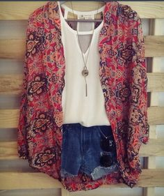 kimonos are on point! new fave obsession! but with shorts that dont look like underwear