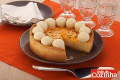 Aprenda a fazer Torta de maracujá com bombom uma ótima opção de lanche da tarde para as crianças nessas férias, além disso é fácil de preparar