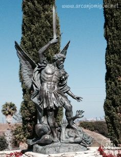 Green Hills Memorial Park, Palos Verdes, Ca Angel Sculpture, Lion Sculpture, Saint Michael Statue, Guardian Tattoo, Archangel Michael Tattoo, Angel Tattoo Men, Fallen Angel Tattoo, Kunst Online, Angel And Devil