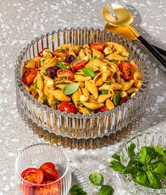 Salade de pâtes aux tomates séchées, olives et bocconcini | Recettes d'ici Batch Cooking, Pasta Salad, Entrees, Side Dishes, Salads, Sandwiches, Healthy Recipes, Healthy Food, Food And Drink