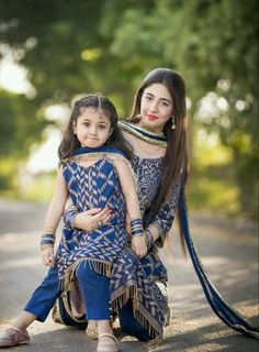 Mom Daughter Matching Dresses, Mom And Baby Dresses, Mom And Baby Outfits, Dresses Kids Girl, Kids Outfits, Stylish Girls Photos, Stylish Girl Pic, Pakistani Kids Dresses, Fancy Dress Design