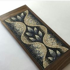 No photo description available. Ceramic Mosaic Tile, Mosaic Diy, Mosaic Garden, Mosaic Crafts, Stone Mosaic, Mosaic Glass, Stained Glass Patterns, Mosaic Patterns, Stained Glass Art