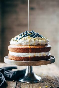 Whole Orange Cake with Agave Syrup Orange Brunch Cake - SUPER YUMMY because it's made with olive oil and whole oranges! topped with whipped cream and blueberries and you're in fancy brunch business. Baking Recipes, Cake Recipes, Dessert Recipes, Picnic Recipes, Baking Desserts, Food Cakes, Cupcake Cakes, Gourmet Cakes, Rose Cupcake