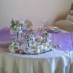 Allestimento tavolo sposi color lilla